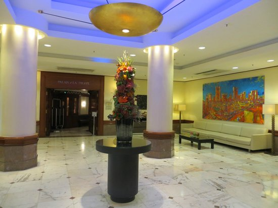 Le Meridien Frankfurt: lobby opposite the check in area