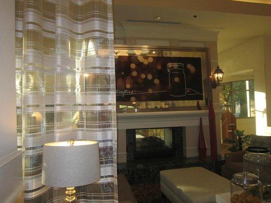 Hilton Garden Inn Palm Springs/Rancho Mirage: lobby ... nice.