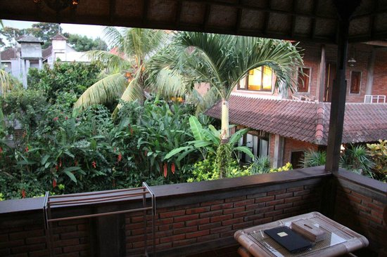 Sri Bungalows: Balcony overlooking the garden