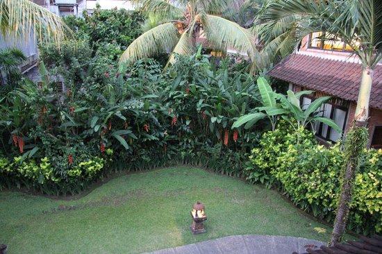 Sri Bungalows: The Garden