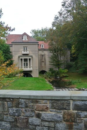 "Winterthur Museum, Garden & Library: side view of the ""house"""