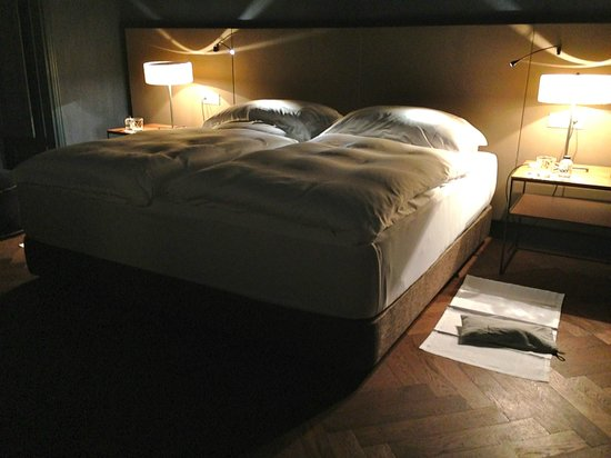 Alma Barcelona: Bedding is one of the best we have experience - 6 stars standard