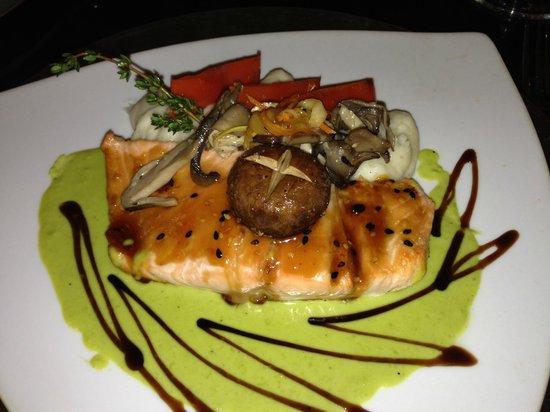 Ooh La La Bistro: Salmon w Portobello (?) and fava bean sauce (and Teriyaki almost ruined it)