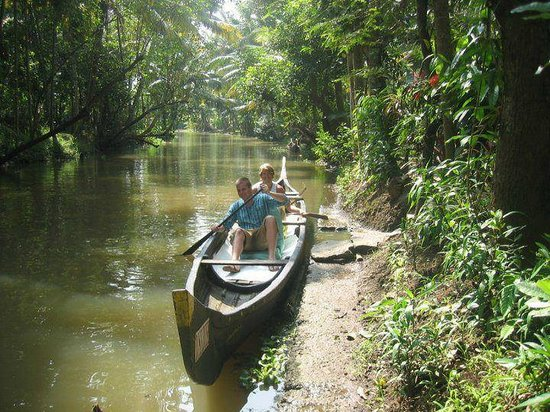 Nanni Tours & Travels - Day Tours: small narrow canals