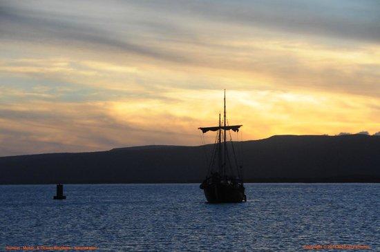 Molokai Harbor: Hawaiian Style Sunset on the Bay