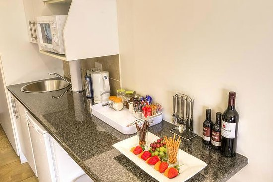 Rivonia Bed & Breakfast: Mini-kitchenette in Luxury Room
