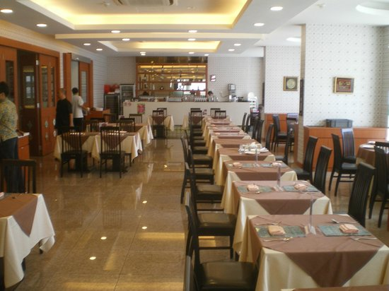 "Santa Grand Hotel East Coast: Restaurant ""Pera Makan"""