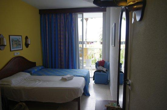 Hotel JS Sol de Alcudia: Blick von Eingangsflur in Zimmer
