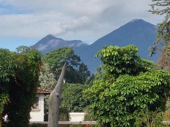 Soleil La Antigua: volcan de fuego desde el vestibulo