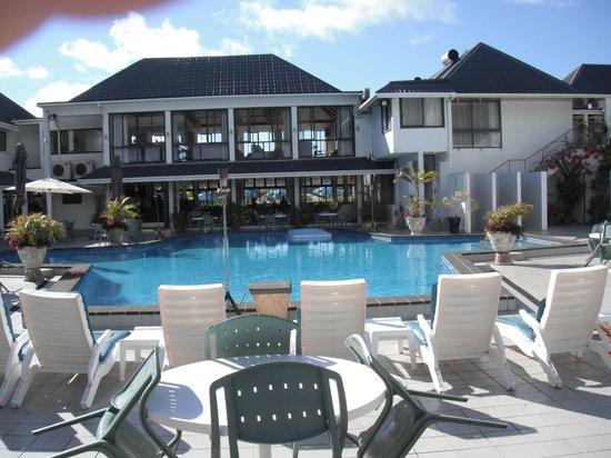 Muri Beach Club Hotel: The pool area