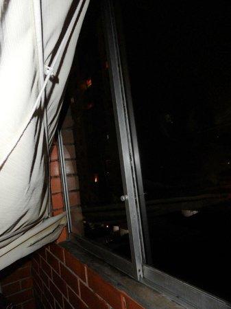 Hotel Esperanza: Window