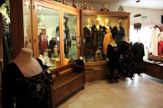 Musee des Arts, Metiers Et Commerces : les costumes breton
