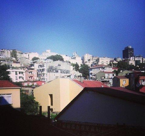 Trio Suites: Вид из окна