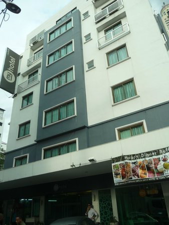 myhotel Pratunam: L'hotel da fuori