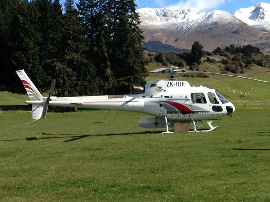 Pacific Jemm Private Day Tours : Our waiting helicopter
