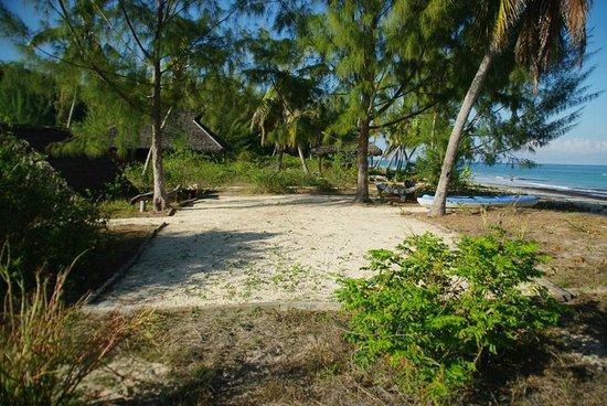 Natura Lodge Nosy Be : pétanque bord de mer
