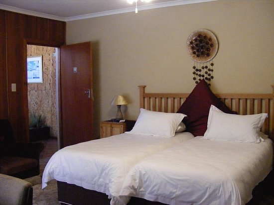 The Golf Lodge B & B: Spacious, clean, luxurious bedrooms
