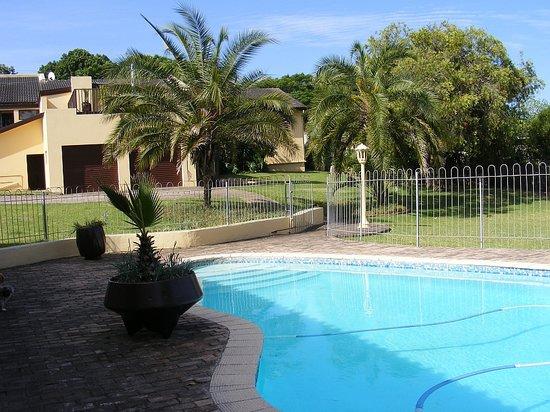 The Golf Lodge B & B: Private swimming pool
