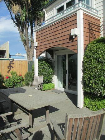 The Grange Guesthouse & Motel: courtyard