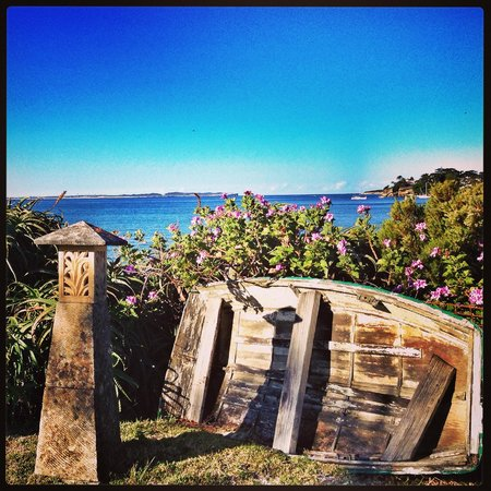 Bundeena Beach B & B: View from the garden