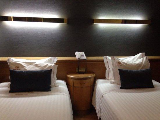Alif Hotel: Room