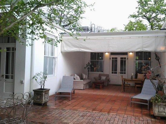 22 Die Laan Guest House : Poolside