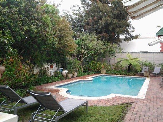 22 Die Laan Guest House : Pool