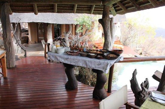 Nedile Lodge: Breakfast time