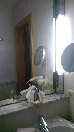 Hotel Prinz: bathroom