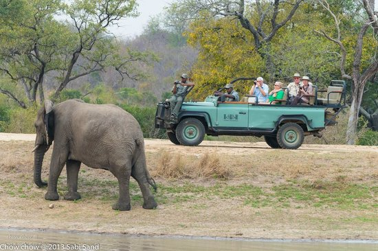 Idube Private Game Reserve Lodge: another Idube jeep