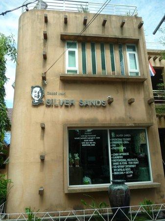 Silver Sands Beach: Hotel da fuori