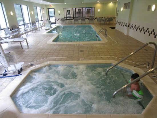 SpringHill Suites Raleigh-Durham Airport/Research Triangle Park : Indoor pool with Jacuzzi