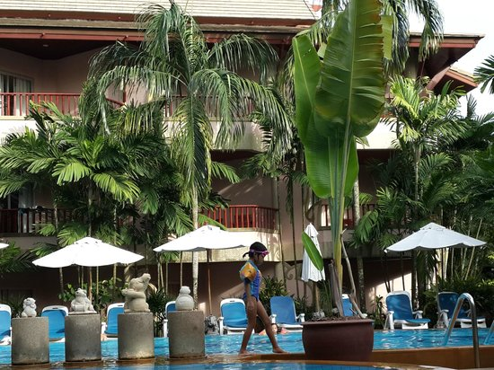 Aonang Princeville Resort: Nice, cool poolside with lots of shady areas