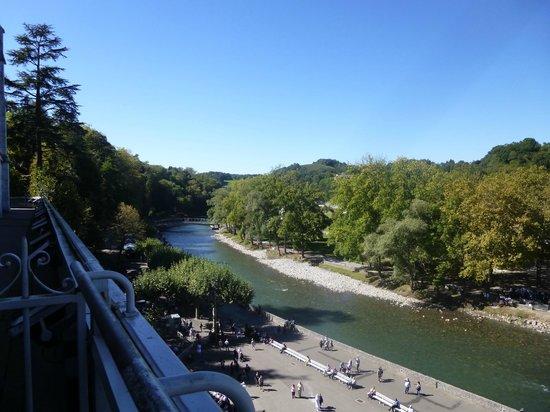 Grotte de Lourdes : River flowing past the Shrine