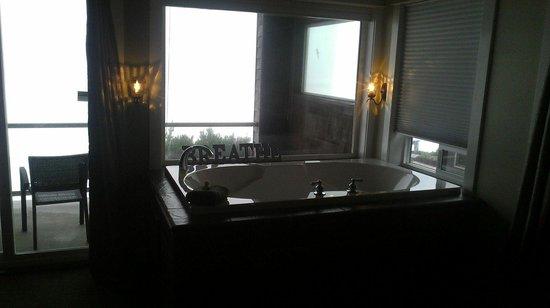 Nelscott Manor: Regatta jacuzzi tub
