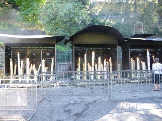 Grotte de Lourdes : Part of the Shrine