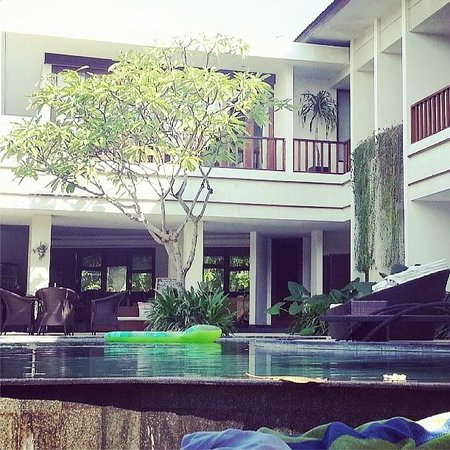 Villa Diana Bali: Poolside