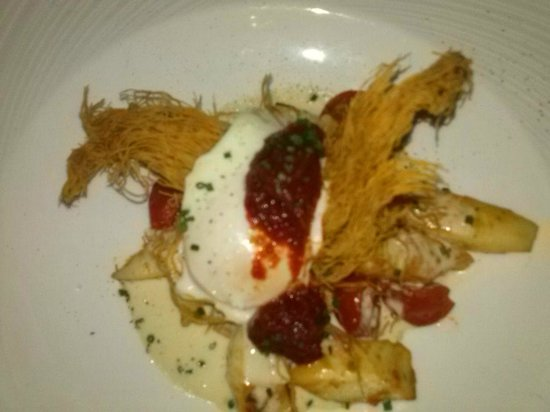 La Cuiller à Pot : Tintenfisch mit Tomaten Confit und pochiertem Ei
