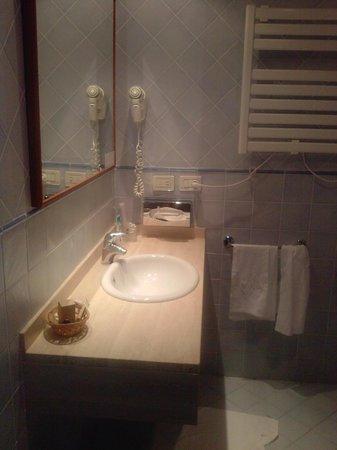 Hotel San Rocco: Particolare della stanza da bagno.