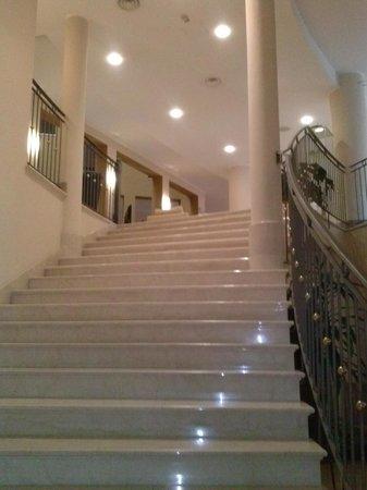 Hotel San Rocco: Scalinata d'ingresso alla struttura.