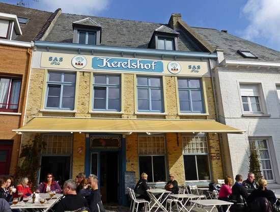 Kerelshof II : Sunday morning coffee at estaminet Kerelshof, Cassel
