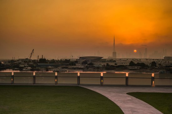 Crowne Plaza Dubai Festival City: View of the Dubai skyling from Leisure Deck