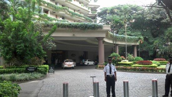 The Oberoi, Bengaluru: Hotel Enterance