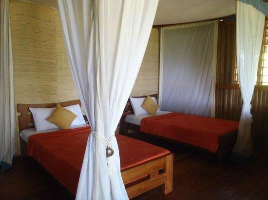 Natura Lodge Nosy Be : deux lits grande moustiquaire