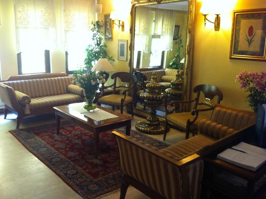 Arena Hotel : Lobby - well decorated