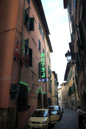 Leonardo Hotel : la via dove si trova l'hotel