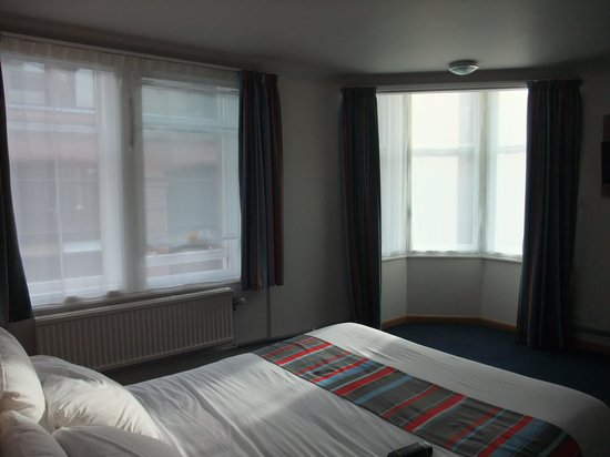 Travelodge Edinburgh Central Rose Street: Spacious Room