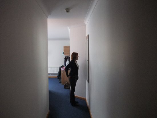 Travelodge Edinburgh Central Rose Street : No my wife isn't vain,photo for size of room
