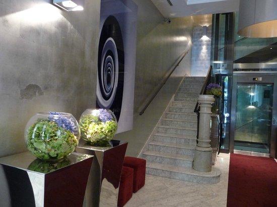 Hotel Murmuri Barcelona: Interesting style for the lobby