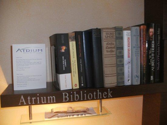Atrium Hotel Mainz: eigene Bibliothek